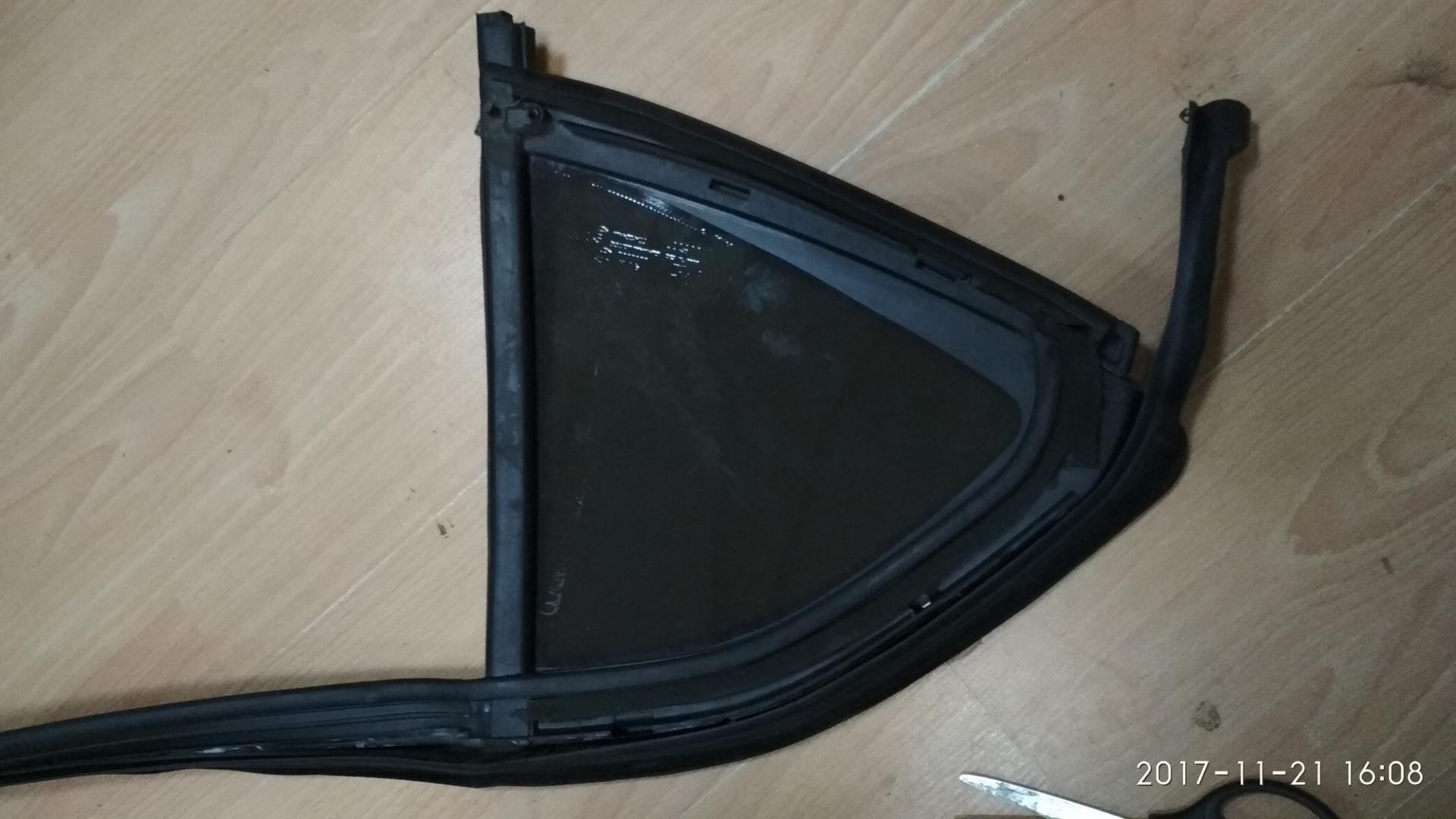 Форточка задней левой двери Citroen C4