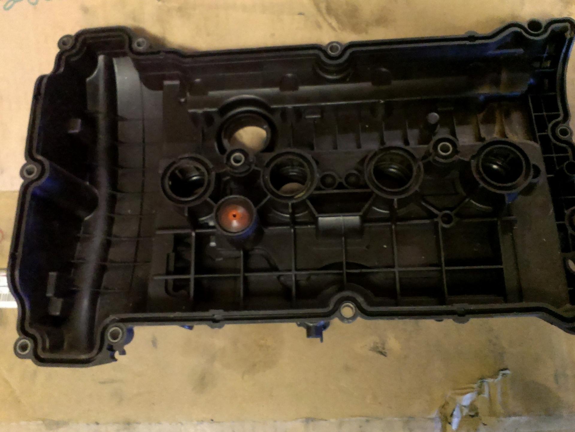 Клапанная крышка Citroen C4 1.6 EP-6 2010-